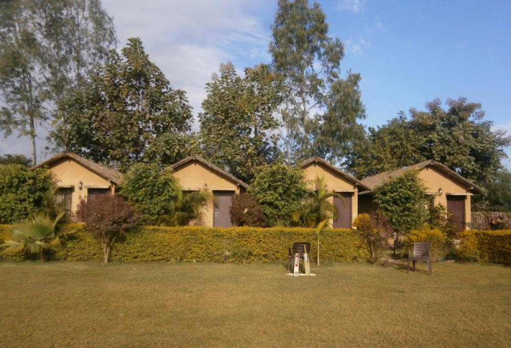 Deluxe Village Cottages Adventure Resort
