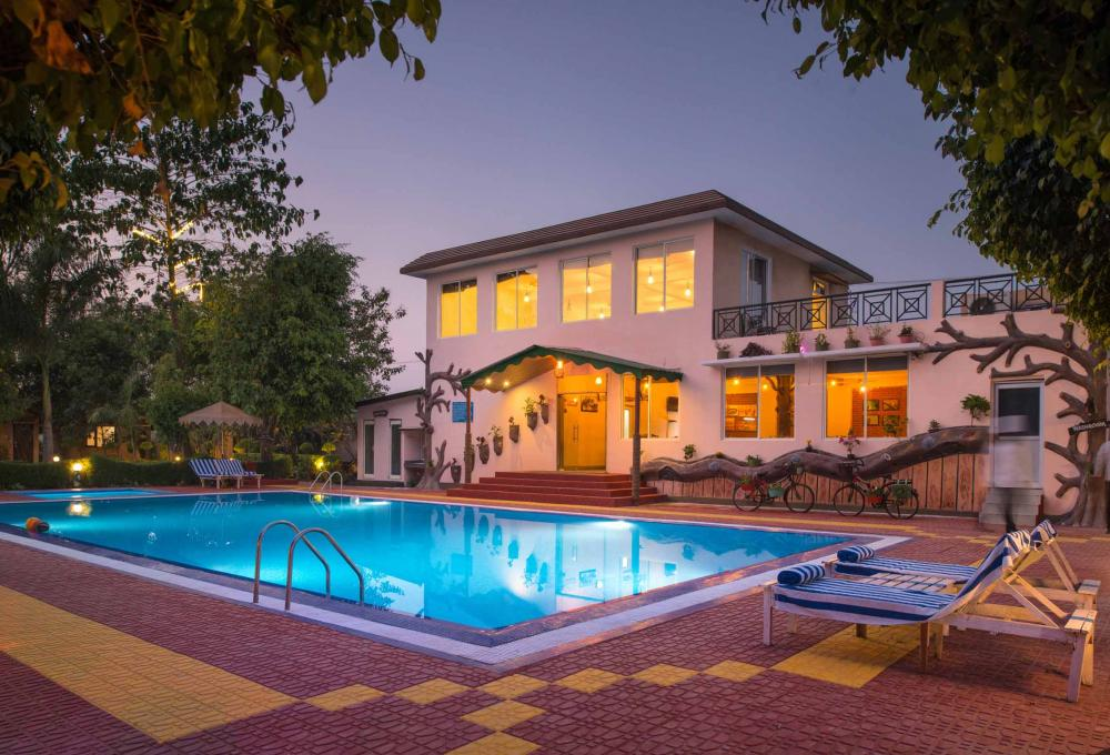 Swimming pool View Adventure Resort