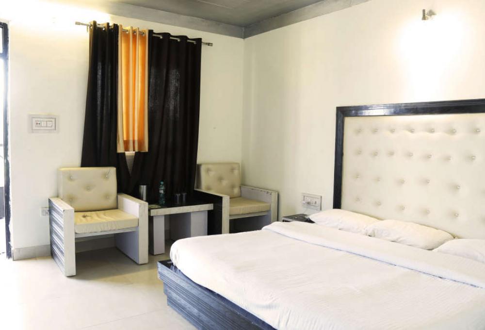 Deluxe Room Inner View Corbett View Resort