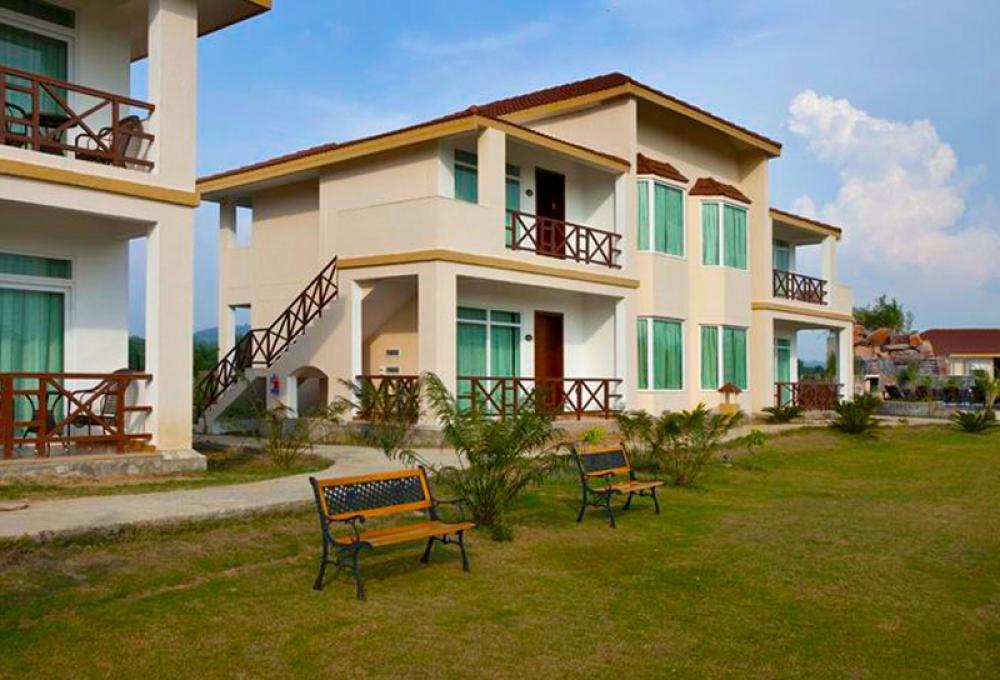 Fornt View De Coracao Resort