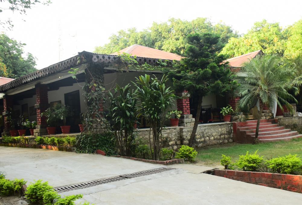 Fornt View Pagoda Manu Maharani