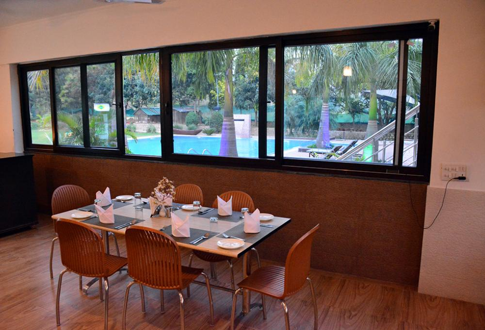 Restaurent Clarissa resort in jim corbett