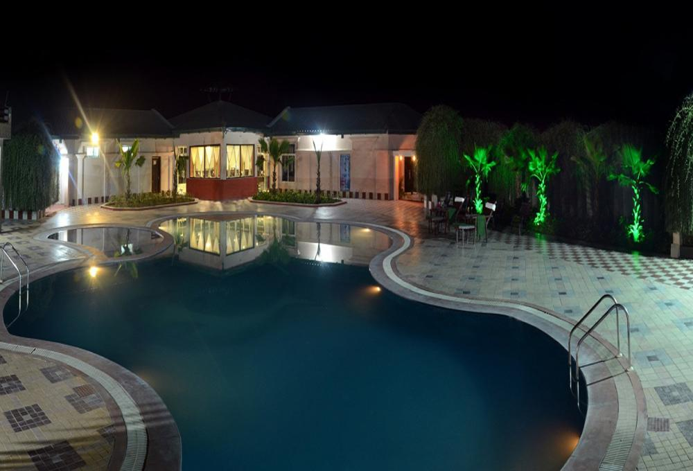 Swimming pool Gajraj Trail Resort
