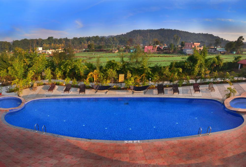 Aura resort Swimming Pool