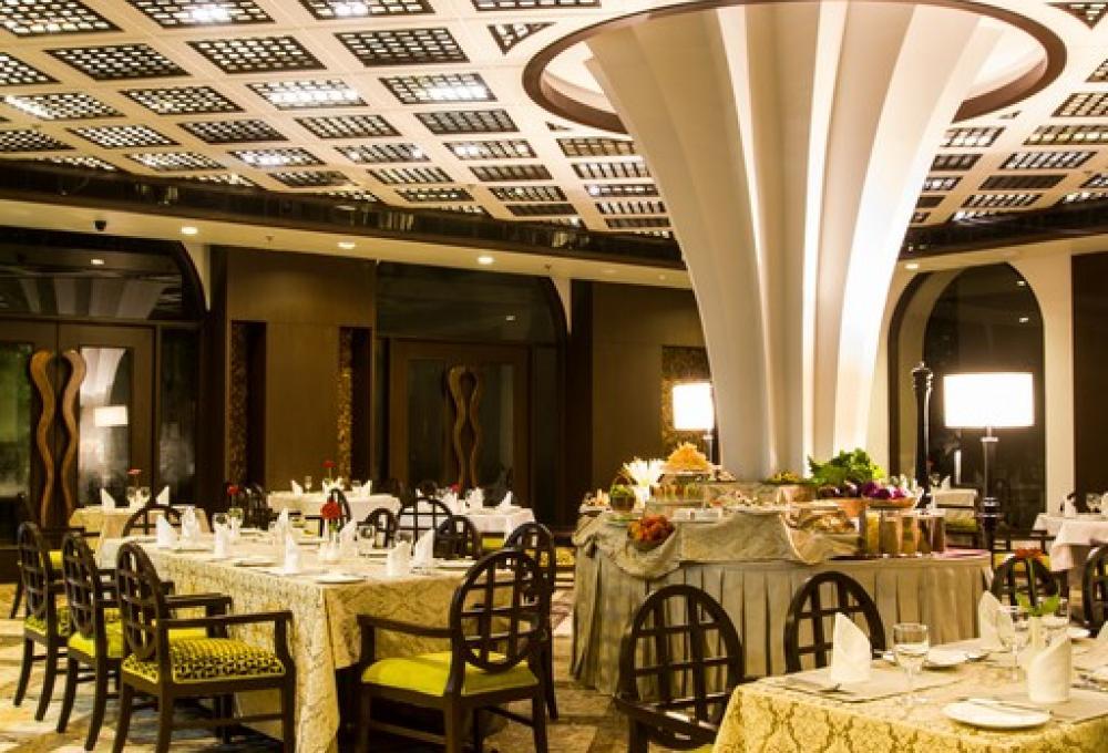 Restaurant Hridayesh Resort Jim Corbett