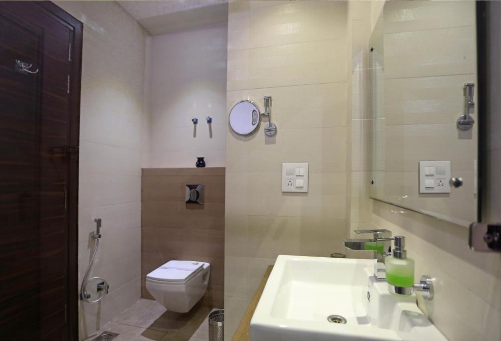 Superior Room washroom Winsome Resort