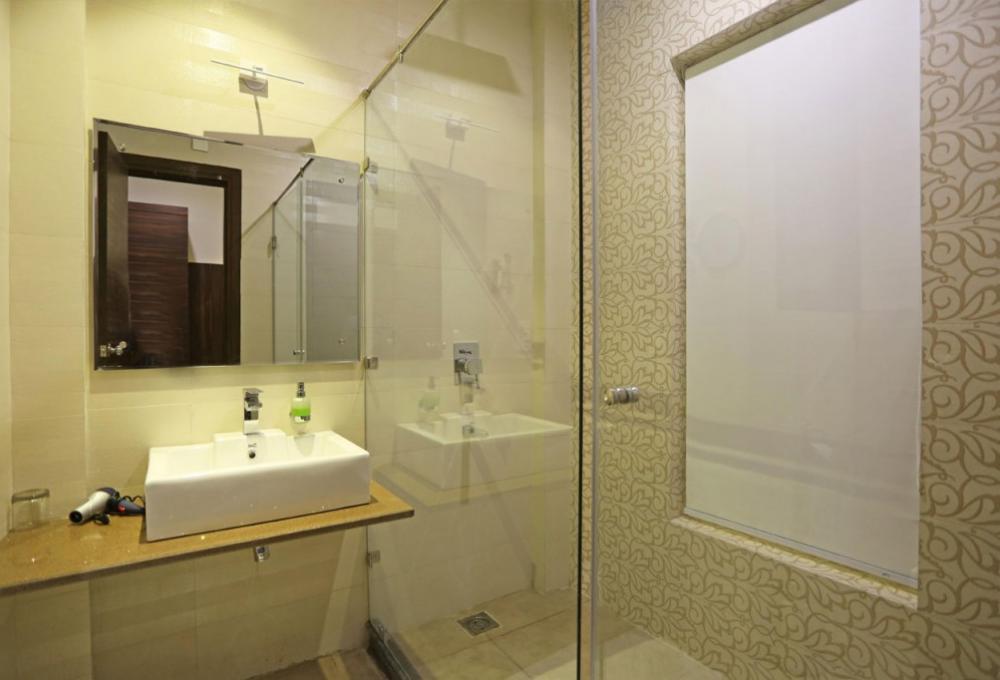 Superior Room washroom Winsome Resort And Spa