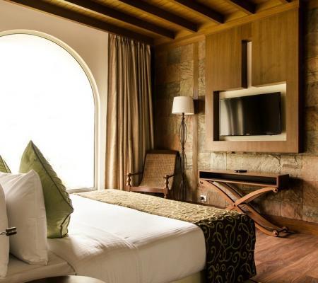 Luxury Villas With Garden & Balcony